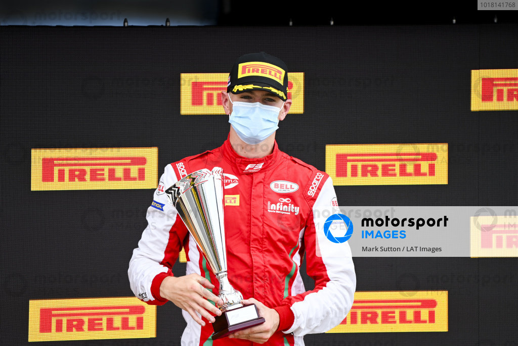 Logan Sargeant (USA, PREMA RACING) on the podium with the trophy