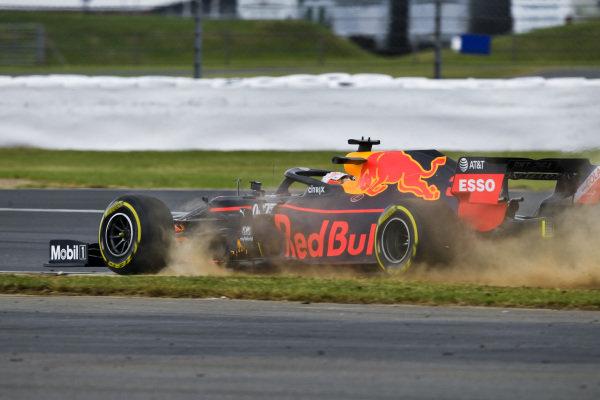 Max Verstappen, Red Bull Racing RB15 runs wide
