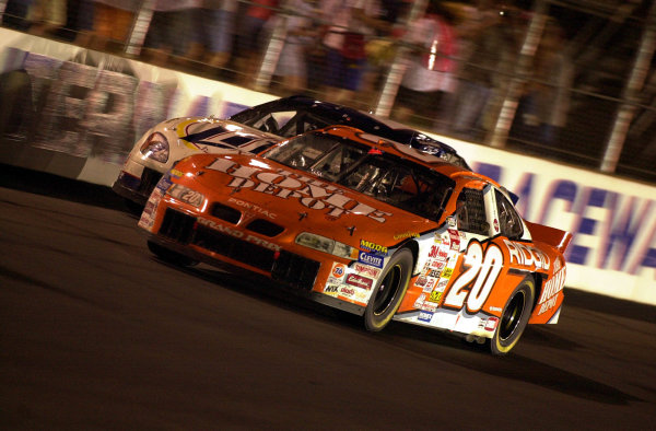 Tony Stewart (20) slips past leader Rusty Wallace to assume control of the race.NASCAR Pontiac Excitement 400 at Richmond International Raceway Richmond, Virginia, USA 6 May,2000-F Peirce Williams 2000 LAT PHOTOGRAPHIC