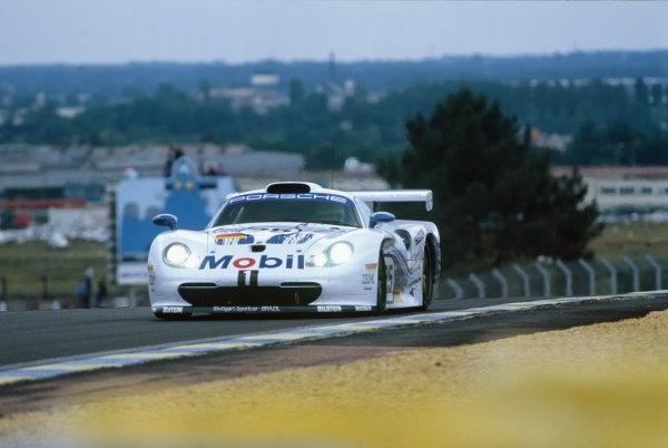 Le Mans, France. 14th - 15th June 1997.Bob Wollek/Hans-Joachim Stuck/Thierry Boutsen (Porsche 911 GT1), retired, action. World Copyright: LAT Photographic.Ref:  97LM08.