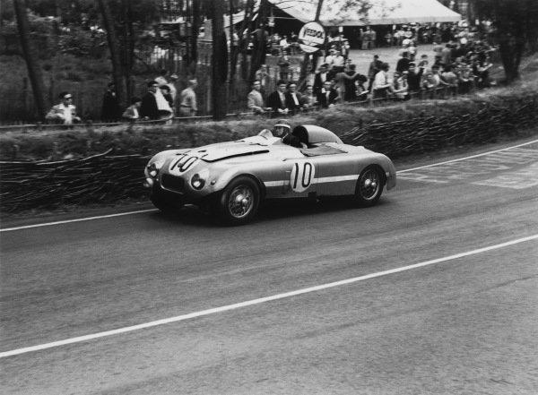 Le Mans, France. 14-15 June 1952. Leslie Johnson/Tommy Wisdom (Nash-Healey), 3rd position, action.  World Copyright: LAT Photographic. Ref:  B/WPRINT.