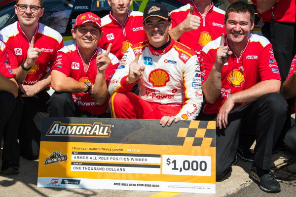 2017 Supercars Championship Round 6.  Darwin Triple Crown, Hidden Valley Raceway, Northern Territory, Australia. Friday June 16th to Sunday June 18th 2017. Ludo Lacroix engineering director at Shell V-Power Racing Team, Scott McLaughlin driver of the #17 Shell V-Power Racing Team Ford Falcon FGX. World Copyright: Daniel Kalisz/LAT Images Ref: Digital Image 180617_VASCR6_DKIMG_4500.jpg