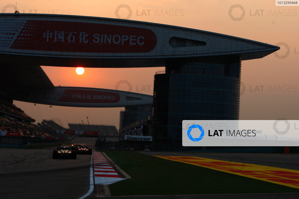 Shanghai International Circuit, Shanghai, China. 18th October.Saturday Race.The sun sets in the latter stages of the feature race. Atmosphere.World Copyright: Lorenzo Bellanca/GP2 Series Media Service.ref: Digital Image _64I8035