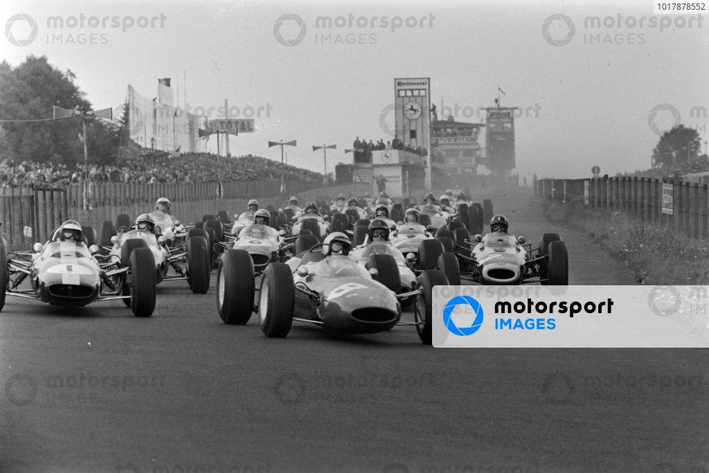 Lorenzo Bandini, Ferrari 156 Aero, leads Jim Clark, Lotus 33 Climax, Dan Gurney, Brabham BT7 Climax, Graham Hill, BRM P261, Jack Brabham, Brabham BT7 Climax, and the rest of the field at the start of the race.