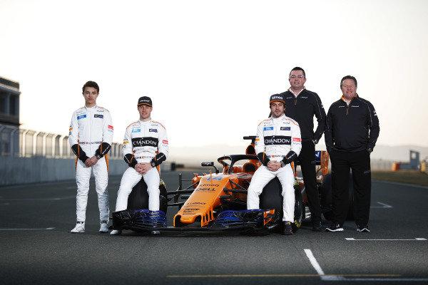 Lando Norris (GBR) McLaren, Stoffel Vandoorne (BEL) McLaren, Fernando Alonso (ESP) McLaren, Boullier (FRA) McLaren Racing Director and Zak Brown (USA) McLaren Executive Director with the new McLaren MCL33 at McLaren MCL33 Launch, 23 February 2018.
