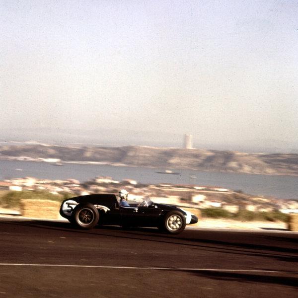 1959 Portuguese Grand Prix.Monsanto, Lisbon, Portugal. 21-23 August 1959.Maurice Trintignant (Cooper T51Climax) 4th position. Ref-3/0115.World Copyright - LAT Photographic