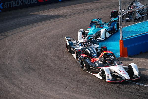 Neel Jani (CHE), Tag Heuer Porsche, Porsche 99x Electric leads Brendon Hartley (NZL), GEOX Dragon, Penske EV-4 and Ma Qinghua (CHN), NIO 333, NIO FE-005
