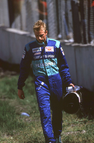 2001 San Marino Grand Prix. Imola, Italy.  13-15 April 2001. Kimi Raikkonen (Sauber Petronas) walks back to the pits after crashing out of the race. World Copyright - Martyn Elford/LAT Photographic  ref: 35mm Image A21