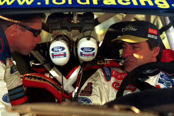 Colin McRae talks to Ford team mate Carlos Sainz.Argentina Rally 2000.Photo:McKlein/LAT