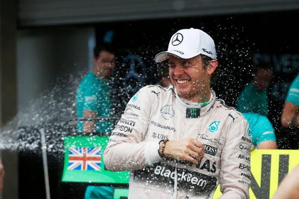 Autodromo Hermanos Rodriguez, Mexico City, Mexico. Sunday 1 November 2015. Nico Rosberg, Mercedes AMG, 1st Position, celebrates victory with his team. World Copyright: Alastair Staley/LAT Photographic ref: Digital Image _79P1863