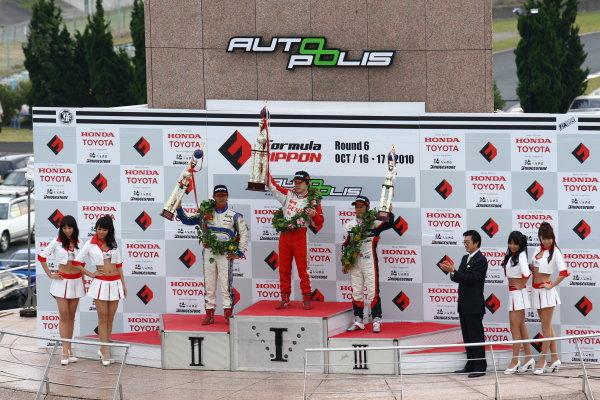Round 15 & 16. AUTOPOLIS, Japan. 16th - 17th October 2010.Rd 15 Winner Koki Saga ( #62 DENSO Team Le Beausset ) 2nd positiion Hideki Yamauchi ( #5 HANASHIMA RACING ) 3rd position Yuhi Sekiguchi ( #12 ThreeBond Racing ), podium. World Copyright:  Yasushi Ishihara/LAT Photographicref: 2010JF3_R15_006