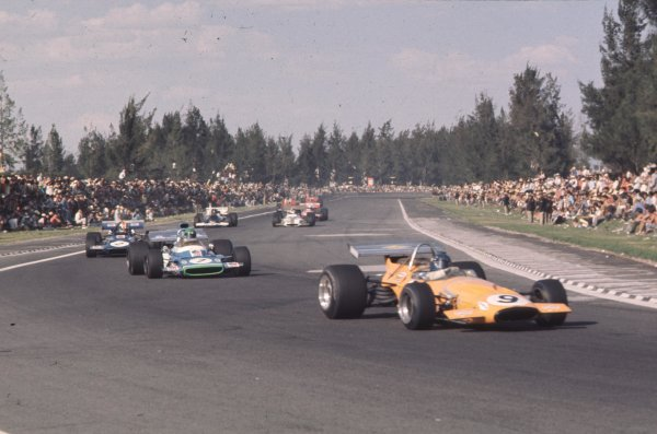 1970 Mexican Grand Prix.Mexico City, Mexico.23-25 October 1970.Peter Gethin (McLaren M14A Ford) leads Henri Pescarolo (Matra-Simca MS120) and Francois Cevert (March 701 Ford).Ref-70 MEX 46.World Copyright - LAT Photographic