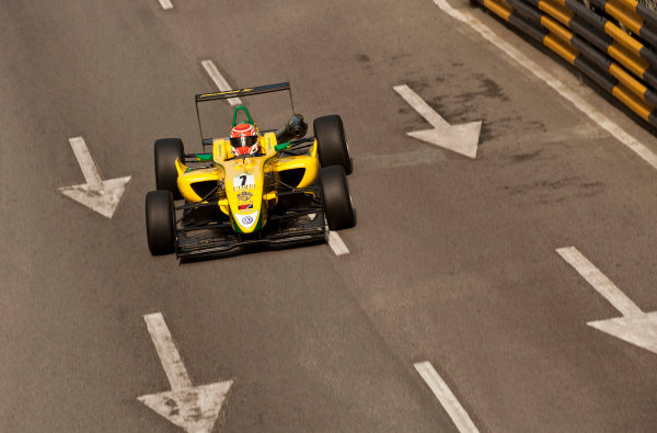 Formula Three. 16th - 19th November 2011. Circuit de Guia, Macau. Felipe Nasr, Carlin. Action. World Copyright: Drew Gibson/LAT Photographic. ref: Digital Image _Y2Z6285