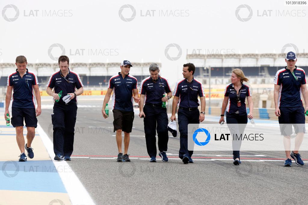 Bahrain International Circuit, Sakhir, Bahrain Thursday 18th April 2013 Pastor Maldonado, Williams F1, and Williams F1 team members walk the track. World Copyright: Charles Coates/LAT Photographic ref: Digital Image _N7T7920