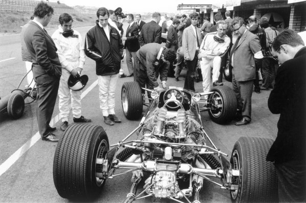 1967 Dutch Grand Prix.Zandvoort, Holland. 4 June 1967.Keith Duckworth, Jackie Stewart, Chris Irwin, Mike Spence and Tony Rudd look at the new Lotus 49-Ford Cosworth. Ref-552B #33A.World Copyright - LAT Photographic
