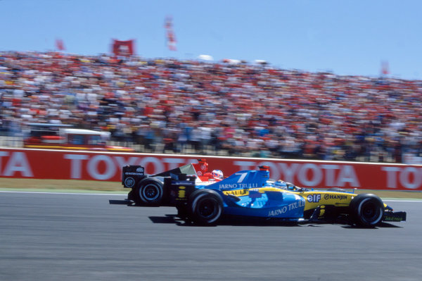 2004 French Grand PrixMagny-Cours, France. 2nd - 4th JulyJarno Trulli, Renault R24 defends from Jenson Button, BAR Honda 006 on the opening lap of the race. Action. World Copyright: LAT PhotographicRef:35mm Image A12