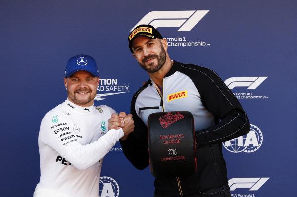 "Pole Sitter Valtteri Bottas, Mercedes AMG F1 receives the Pirelli Pole Position Award from WWE Wrestler Claudio ""Cesaro"" Castagnoli"