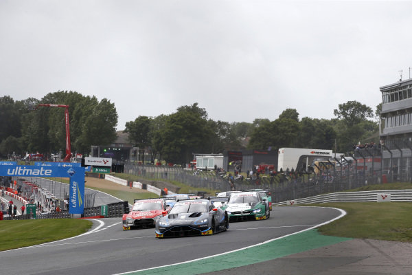 Start action, Paul Di Resta, R-Motorsport, Aston Martin Vantage AMR leads.