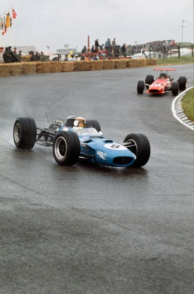 Zandvoort, Holland. 21-23 June 1968. Jackie Stewart (Matra MS10 Ford) 1st position, followed by Jacky Ickx (Ferrari 312). Ref - 68HOL19. World Copyright - LAT Photographic