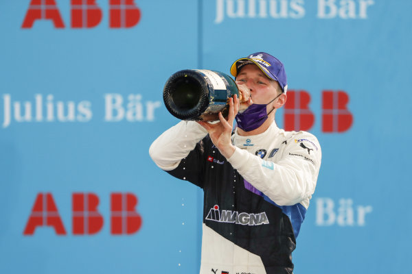 Maximilian Günther (DEU), BMW I Andretti Motorsports celebrates his win on the podium, , 1st position