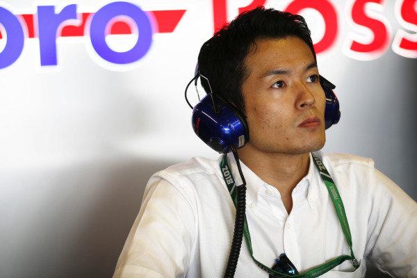 Naoki Yamamoto in the Toro Rosso garage