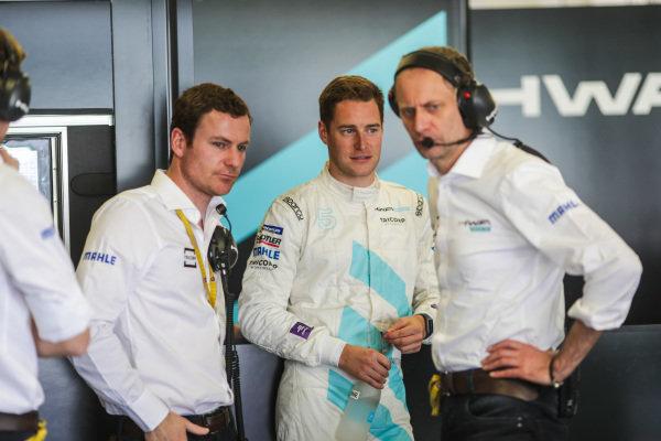 Stoffel Vandoorne (BEL), HWA Racelab, VFE-05, I teh garage with his team