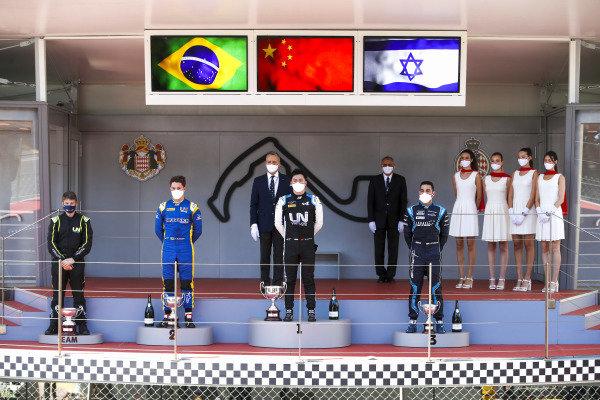 Felipe Drugovich (BRA, Uni-Virtuosi), Race Winner Guanyu Zhou (CHN, Uni-Virtuosi Racing) and Roy Nissany (ISR, DAMS) on the podium