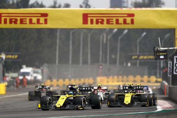Daniel Ricciardo, Renault R.S.19, leads Nico Hulkenberg, Renault R.S. 19, and Antonio Giovinazzi, Alfa Romeo Racing C38