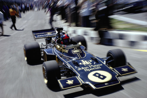 Emerson Fittipaldi, Lotus 72D Ford, leaves the pits.