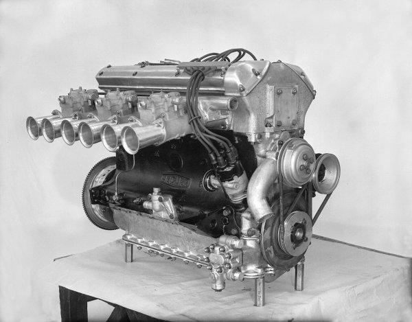 1955 Le Mans 24 hours.Le Mans, France. 11-12 June 1955.Jaguar D-type engine.Ref-Motor 626/27.World Copyright - LAT Photographic