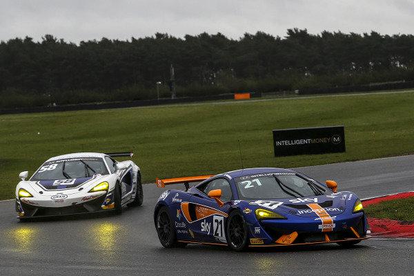 #21 Mia Flewitt / Euan Hankey - Balfe Motorsport McLaren 570S GT4