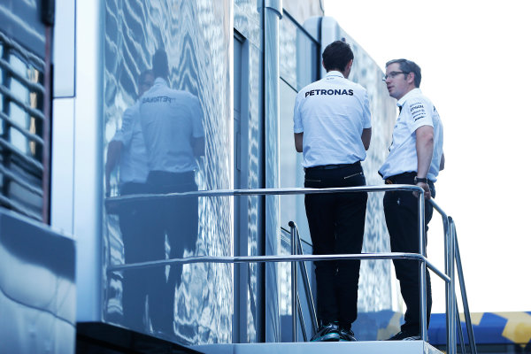 Autodromo Nazionale di Monza, Monza, Italy. Sunday 6 September 2015. Mercedes engineers in discussion. World Copyright: Jed Leicester/LAT Photographic ref: Digital Image _L1_9609