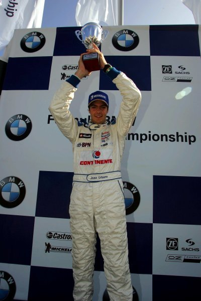 Race 1 winner, Joao Urbano (POR Carlin Motorsport.Formula BMW UK Championship, Rockingham, England, 4-5 September 2004.DIGITAL IMAGE.
