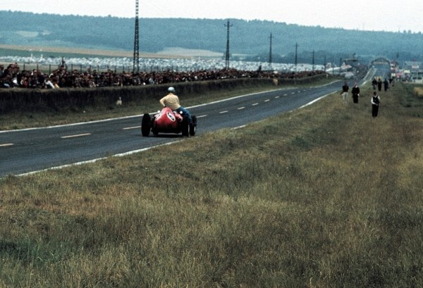 Willy Mairesse (BEL) Ferrari D246 gives Vanwall driver Tony Brooks (GBR) a lift back to the pits after he had retired from the race with mechanical problems. French Grand Prix, Reims, France, 3 July 1960.