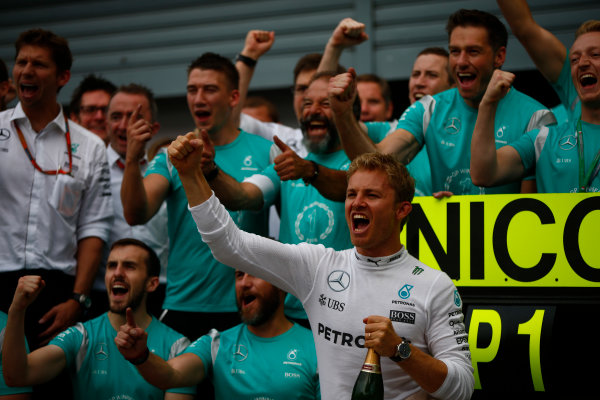 Autodromo Nazionale di Monza, Italy. Sunday 4 September 2016. Nico Rosberg, Mercedes AMG, 1st Position, celebrates with the Mercedes team. World Copyright: Andy Hone/LAT Photographic ref: Digital Image _ONZ7077