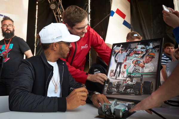 Sochi Autodrom, Sochi, Russia. Thursday 27 April 2017. Lewis Hamilton, Mercedes AMG, is shown a painting held by former Russian Formula 1 driver Vitaly Petrov. World Copyright: Steve Etherington/LAT Images ref: Digital Image SNE11948
