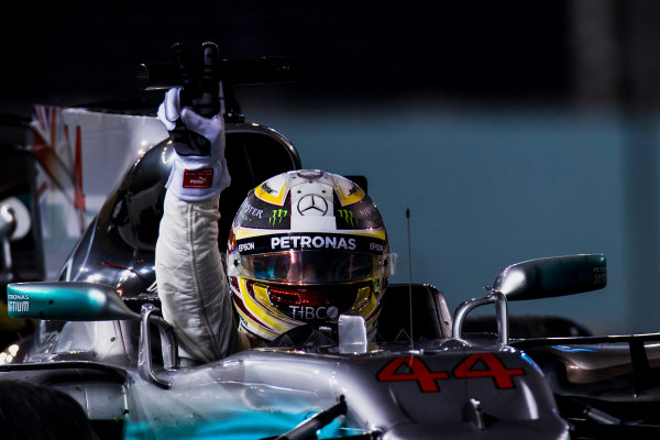 Marina Bay Street Circuit, Marina Bay, Singapore. Sunday 17 September 2017. Lewis Hamilton, Mercedes F1 W08 EQ Power+, celebrates victory by waving from his cockpit. World Copyright: Zak Mauger/LAT Images ref: Digital Image _56I8457