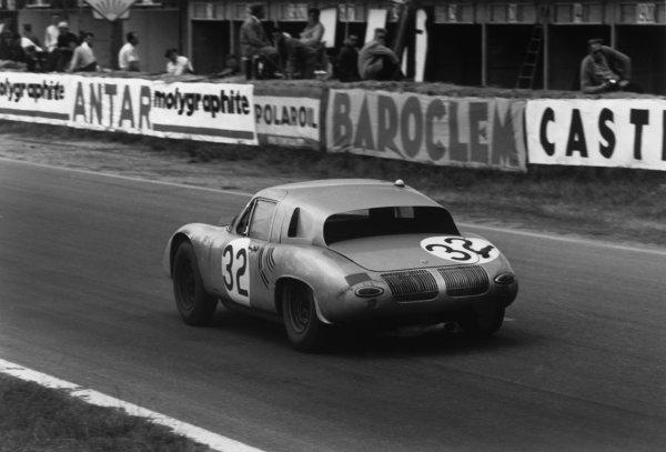 Le Mans, France. 10th - 11th June 1961.Edgar Barth/Hans Herrmann (Porsche RS61 Coupe), 7th position, action. World Copyright: LAT Photographic.Ref:  697 - 18.