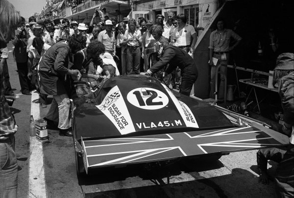 Le Mans, France. 12th - 13th June 1976.Alain De Cadenet/Chris Craft, De Cadenet Lola T380, 3rd position, driver change in the pits, action.World Copyright: LAT Photographic.Ref: 8763#14A