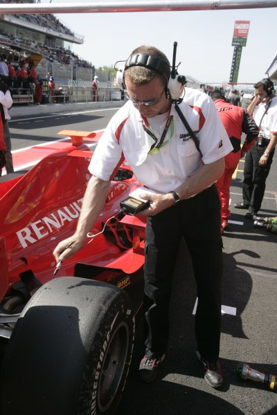 2008 GP2 Series. Round 1. Sunday Race.Barcelona, Spain. 27th April 2008A bridgestone tyre technician at work. World Copyright: Alastair Staley/GP2 Series Media Service.ref:__P9O6128 jpg