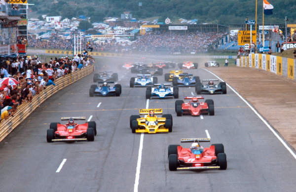 1979 South African Grand Prix.Kyalami, South Africa.1-3 March 1979.Jody Scheckter and Gilles Villeneuve (both Ferrari 312T4's) lead Jean-Pierre Jabouille (Renault RS10) and Niki Lauda (Brabham BT48 Alfa Romeo) at the start.Ref-79 SA 01.World Copyright - LAT Photographic