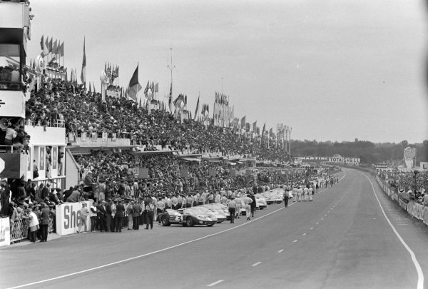 The cars lined up in the pits prior to the start.