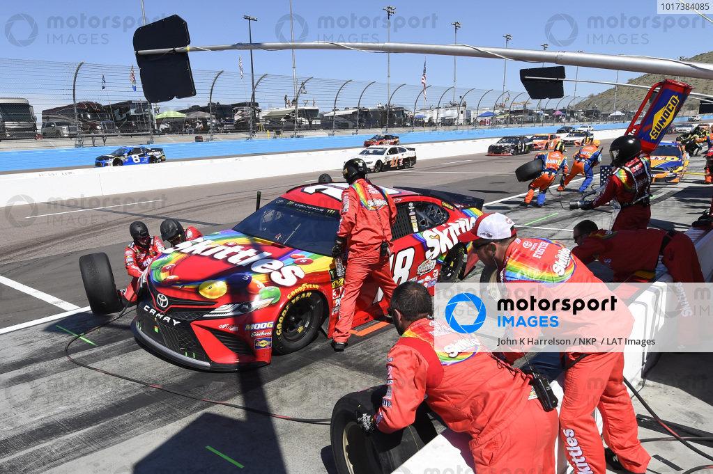 #18: Kyle Busch, Joe Gibbs Racing, Toyota Camry SKITTLES, makes a pit stop