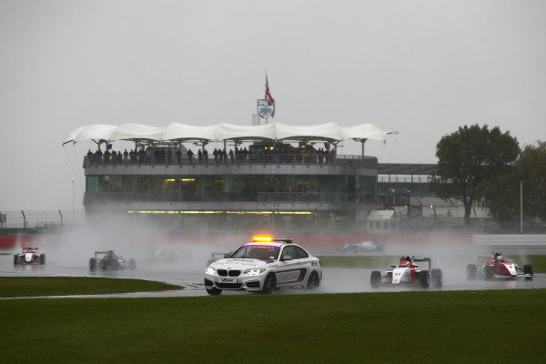 Safety car in the rain during race 2