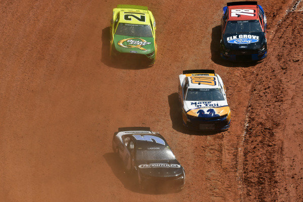 #5: Kyle Larson, Hendrick Motorsports, Chevrolet Camaro Freightliner and #00: Quin Houff, StarCom Racing, Chevrolet Camaro Mane 'n Tail