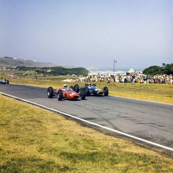 John Surtees, Ferrari 156 Aero battles with Jack Brabham, Brabham BT7 Climax.