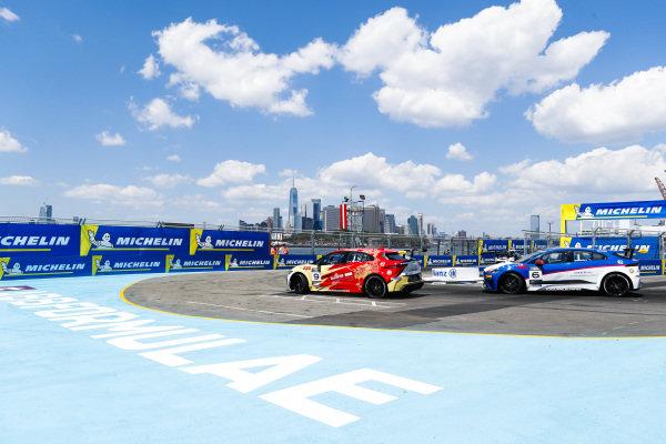 Yaqi Zhang (CHI), Team China leads Bryan Sellers (USA), Rahal Letterman Lanigan Racing