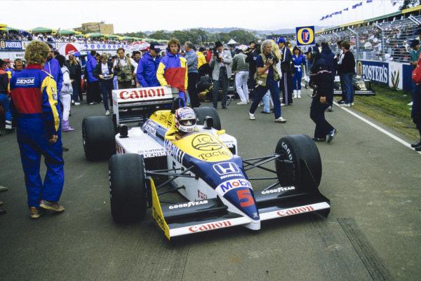 Nigel Mansell, Williams FW11 Honda, arrives on the grid.