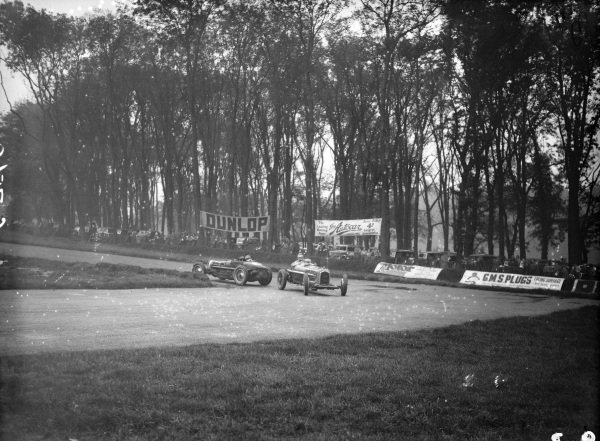 Dick Shuttleworth, Alfa Romeo Tipo B/P3, passes Charles Martin, Bugatti T59, after he spins.