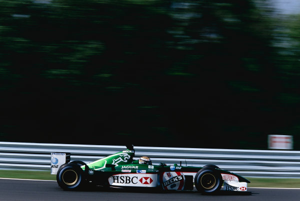 2002 Hungarian Grand Prix.Hungaroring, Budapest, Hungary. 16-18 August 2002.Eddie Irvine (Jaguar R3).Ref-02 HUN 26.World Copyright - Tee/LAT Photographic